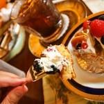 神戸にしむら珈琲店 - 焼き無花果とベリーのタルトはナイフとフォークで食べる