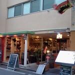 本格シュラスコ肉バル ピザ&イベリコ豚 TORO - 新宿とはいえ、静かな一角に位置します