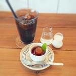 食堂カフェ ユズノハ - セットのコーヒーとミニデザート