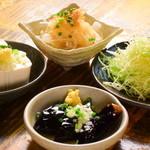 旬彩料理 GENKI屋 - せん切キャベツ、オニオンスライス、やっこ。揚げナス