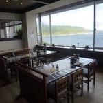 ホテル雲丹御殿 - 利尻の海の見える食堂で頂きます