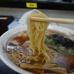 30907741 - 醤油わんたん麺の麺アップ