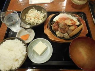 金太郎 四ツ谷店 - サイコロステーキ定食 ¥500-