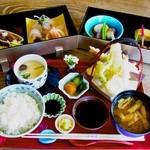 季彩亭海楼 - お昼の会席コース。熱々の茶碗蒸し、揚げたてさっくさくの天ぷらはヤングコーンなど美味しいものを少しずついろいろあるのがとっても嬉しい!(^^)!