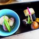 季彩亭海楼 - サーモン手まり、秋刀魚甘露煮、焚き物のお出汁もとても上品です。