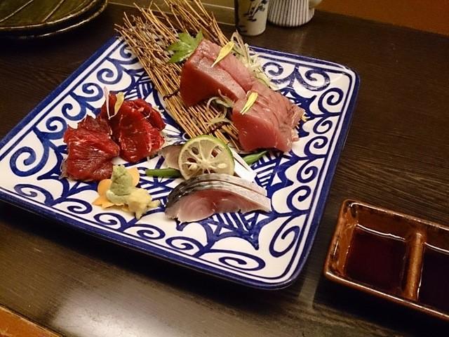 和食処 大ばん - 3点盛り(戻り鰹、金華沖〆鯖、くじら)1,200円