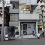 SUSHI 万代 - 横浜駅方面を背に