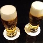 サッポロ クラシック バー - ビールが2杯