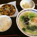 上海モンナリーサ - 日替り刀削麺ランチ800円 海鮮刀削麺 麻婆豆腐 モヤシのあえもの 白ごはん(おかわりOK)