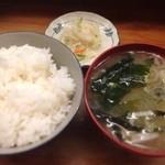 とんかつ 安右衛門 - ご飯と味噌汁 お新香