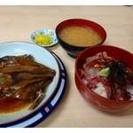 柳橋食堂 - Aセット(750円)・・ミニ海鮮丼・アラ炊きまたは鰯の煮つけ・お味噌汁のセットです。
