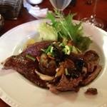 仙人掌 - 牛肩ロースステーキ ニンニク醤油。すごいボリューム