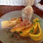 仙人掌 - デザート、マロンアイスとタルト二種。バナナココナッツと杏