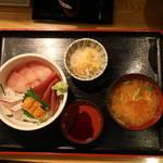 博多魚がし - うに海鮮丼セット全景