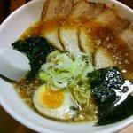 大島ラーメン - 醤油チャーシュー麺のアップ
