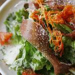 カフェ ドゥサ - 生ハムのサラダ