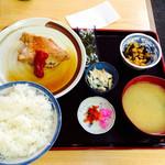 30920841 - サービス定食  金目鯛煮付け ¥680