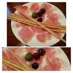 アルベロ - ◆スペイン産生ハムとグリッシーニ(1000円)・・美味しい生ハムです。 グリッシーニ好きですのでこれも美味しい。