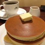 珈琲館 - グアテマラ産コーヒーの花蜂蜜で味わう手焼きホットケーキと珈琲館ブレンド