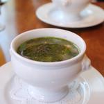 ビストロ アンバロン - ランチコースの前菜、バジル風味の野菜スープ