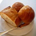 フレンチレストラン 千秋亭 - パン バタール、米粉パン、バターロール おかわりが嬉しい♪