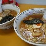 ラーメン家 三八 - (2014/8月)「三八ラーメン」煮干しスープとシャモロック スープ