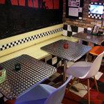 ダイアモンドヘッド - 2名席x3 テーブルをつなげれば8名様まで対応できます