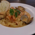 ピオッポ - 料理写真:ぷりぷり海老とあさりのトマトクリームソース
