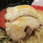 中国菜品 空心房 Produced by えびえびそば - 厚めスライスの豚バラチャーシューは2枚。       ハーフの半熟玉子入り。