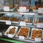 松本精肉店 - 美味しそうに並んでいます(^o^)
