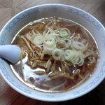 他我 - 厚いラードの下にはシンプルなスープと極細麺 2010年1月