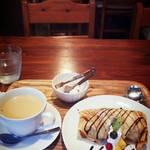 cafe JINA - ロイヤルミルクティーと、アイスのクレープ巻き