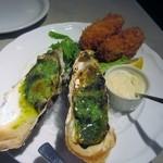 フィッシュ&オイスターバー - セットには生牡蠣だけでなくカキ料理も2種類付いてきます。