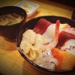 海鮮寿司居酒屋 宮古 - 海鮮丼(ランチ)800円