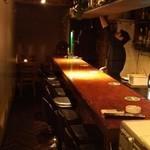 炭焼BAR 山久 - 深夜の時間帯店内