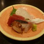 和ごころ 喜心 - お造り:明石鯛、まぐろ、明石蛸、カンパチの4種盛り アップ