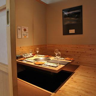 ●全席完全個室・無煙ロースター完備4名掛け掘りごたつ席