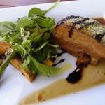 30947473 - ランチ肉料理:ハーブポークの香草パン粉焼き、サラダ、フォカッチャ付き1,600円