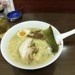 王子ラーメン - 料理写真:とんこつ ¥680