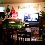 タイ料理サバイ・サバイ - ひたすらカラオケ映像が流れる。。。