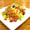MOKU - 料理写真:季節のフルーツのスペシャルワッフル2~3人前 1200円
