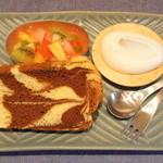 シフォンキヌヤ - 料理写真:お砂糖不使用生クリームとフルーツマリネ添えシフォンケーキセット