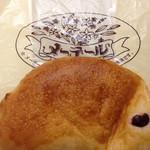 30952910 - クリームパン(140円)