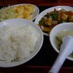 華龍飯店 - エビマヨネーズと黒酢酢豚