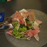 焼津 大切な人と行くイタリアン料理 ヴェント - 生ハムのサラダ
