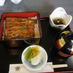 多賀弥 - 料理写真:うな重(上)2620円。特上は刺身が付いている。
