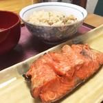 若桜 - 根室天然紅鮭塩焼き、松茸ご飯、豚汁。全てがパーフェクト……