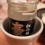 鳥貴族 池袋メトロポリタン口店 - 日本酒がカップに入ってたっぷりいただけます。