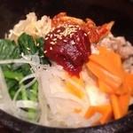 熱風食堂Typhoon - 石焼ビビンパ 大盛り 具が野菜ばっかりなのでヘルシーだけど、大盛りだとご飯が余る…