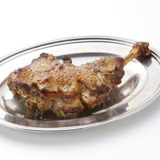 一度食べたらやみつき!骨付き肉